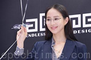 张钧甯于2017年3月22日在台北代言aGape超轻量眼镜活动。(黄宗茂/大纪元)
