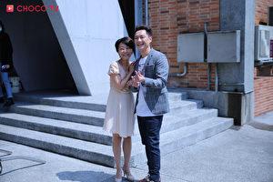 左起:曹兰、谢祖武最近一起演出校园喜剧《老爸上身》。(CHOCO TV提供)