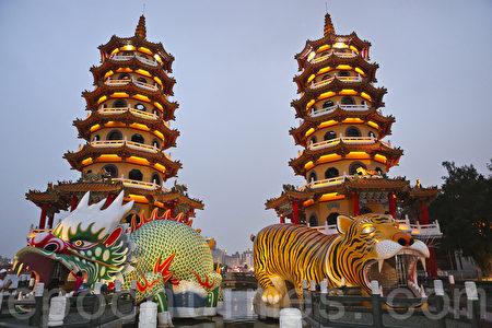 台湾高雄位于左营城峰路上的莲池潭,被列为凤山旧城八景之一。(余钢/大纪元)