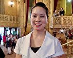 神韵纽约艺术团3月25日下午在墨尔本的第二场演出深深震撼了前福特设计师Minh Huynh 。(新唐人电视台)