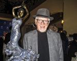 南加州圣巴巴拉市名厨Michael Hutchings观看了神韵国际艺术团的演出后表示,演出美得令人难以置信,从古老的传说到现代故事,让人思考。(林贞/大纪元)