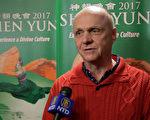 公司總裁David Kuhfahl於3月25日下午看完演出後表示,神韻讓觀眾有機會看到什麼樣的文化被破壞,被遺失了。(新唐人電視台)