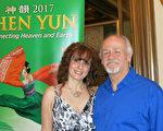 2017年3月25日下午,律師Dennis Fuire先生和太太Stellamaris觀看了美國神韻國際藝術團在南加州聖巴巴拉市的第二場演出,夫妻二人表示,神韻演出美麗祥和,色彩、動作、情感的表達,每一樣事物都令人激動,激發靈感,超出了文藝表演的範疇。(任一鳴/大紀元)