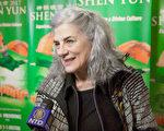 """McLennan女士要做神韵的义务宣传大使。她说:""""我会把神韵的美好传播出去,这是每一个人都应该看的演出。神韵是非常向上和令人鼓舞的,谢谢神韵的到来!""""(新唐人电视台)"""