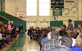 硅谷居民參加國會議員羅康納的社區見面會,呼籲解決飛機噪音問題。(梁博/大紀元)