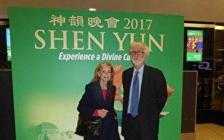 粉丝追神韵10年:神韵进中国时也会追去看