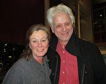 Anita Brenters女士和Carl De Grwt 先生非常喜歡神韻音樂。 (文華/大紀元)