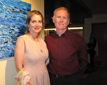 經營結構工程公司的企業家Mark Baker與從事金融業的妻子Catherine Christopher為神韻演出深深陶醉。(劉菲/大紀元)