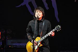 """伍佰&China Blue的""""今夜伍佰8""""巡回演唱会台北站。(环球唱片提供)"""