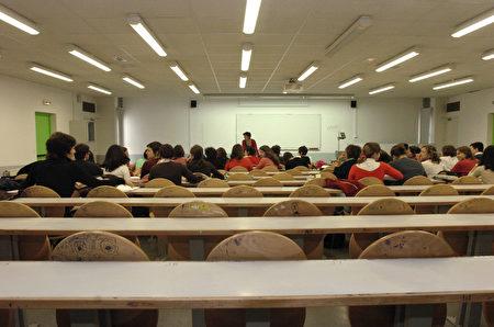 大專校院陸續爆出學校為招陸生提供「承諾書」,向中方承諾課程不涉一中一台等議題。(AFP)