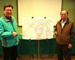台湾自来水公司第八区管理处副处长李庆兴(左)与礁溪乡长林锡忠(右)说明施工现况。(曾汉东/大纪元)