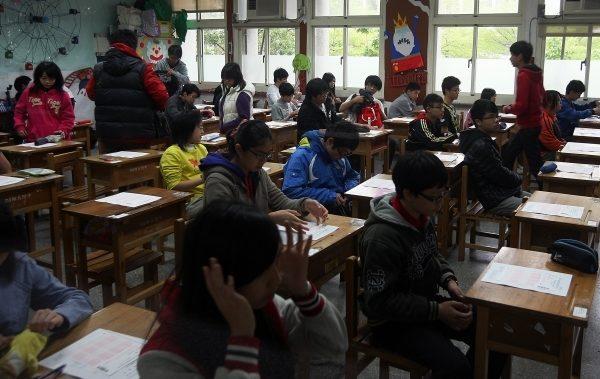 国中教育会考将于5月20、21日举行,国教署表示,国中会考全面开放使用冷气,应届毕业生都应参加会考。(中央社/提供)