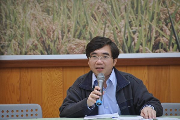 新農業政策宣導,陳啟榮說,要讓農民及辦理農業業務的基層第一線工作人員,了解新農業工作。(詹亦菱/大紀元)