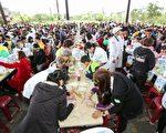 千人DIY作蔥油餅的盛況。(三星鄉公所提供)