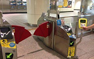 4月1日起,高铁开启自动加值功能的一卡通联名卡,可直接刷卡感应进站,搭乘自由座。图为一卡通在北捷宽闸门黄色验票机通行。(一卡通公司/提供)