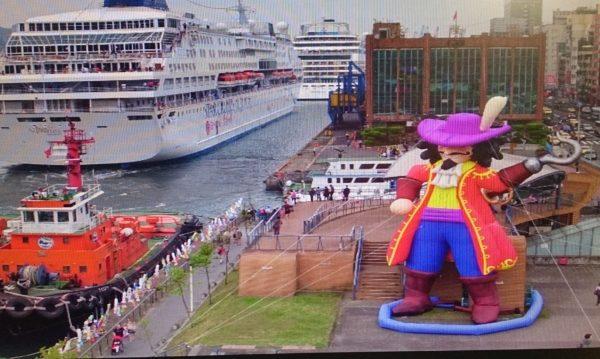 2017基隆童話藝術節,裝置藝術充滿童趣,虎可船長很威風。(基市教育處提供)