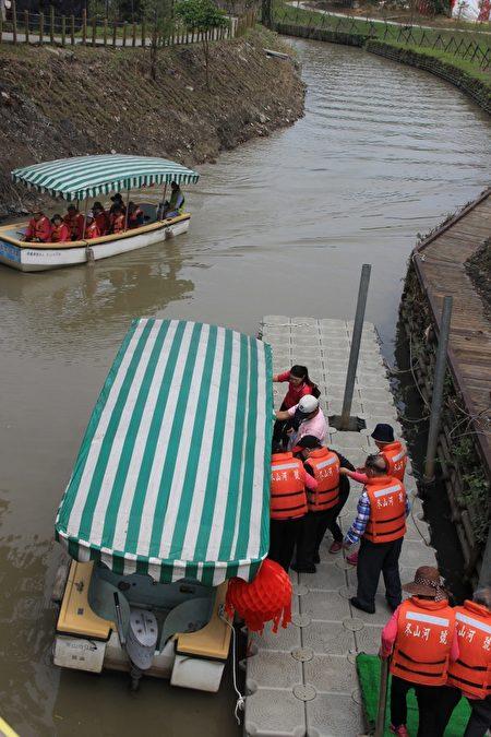 冬山河舊河道電動小船 4月1日正式啟航。(謝月琴/大紀元)