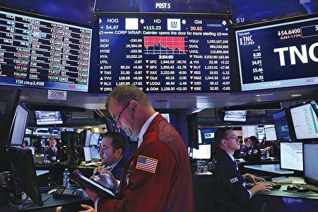 自2016年11月以來,美股三大股指多次創歷史新高,全球其它主要股市也取得良好成績,被視為全球經濟步入復甦期的信號。(Spencer Platt/Getty Images)
