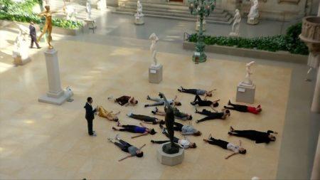 紐約大都會博物館推出健身課程,讓民眾運動的同時,可以欣賞博物館的藝術品。