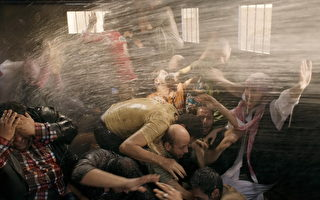 电影《冲突的一天》以写实手法表现埃及政府和争取民主的人民之间的冲突。(海鹏影业提供)
