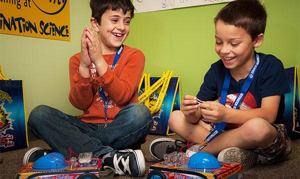 Destination Science科学夏令营带领孩子激发潜能,度过欢乐暑期。(DS旧金山湾区夏令营提供)