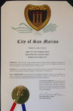 神韵艺术团3月24日起展开大洛杉矶地区一个多月的巡演,圣马力诺市长孙国泰特发状褒奖。(大纪元)