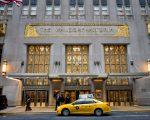 華爾道夫酒店現有的1,400個房間,預計大部分將會改為康鬥。 (Drew Angerer/Getty Images)