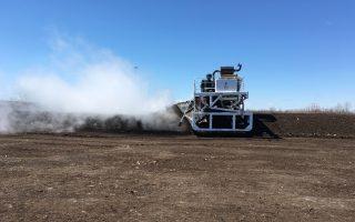 这种特殊生产出的堆肥,能够更好的控水,并且含有更多养料。 (于佩/大纪元)