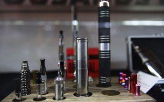高中生迷電子香菸,令紐約州政府震驚,希望通過對電子香菸徵稅來解決。 (Spencer Platt╱Getty Images)