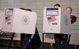 通過對不投票者罰款來提高投票率,是正確的嗎? (Drew Angerer/Getty Images)