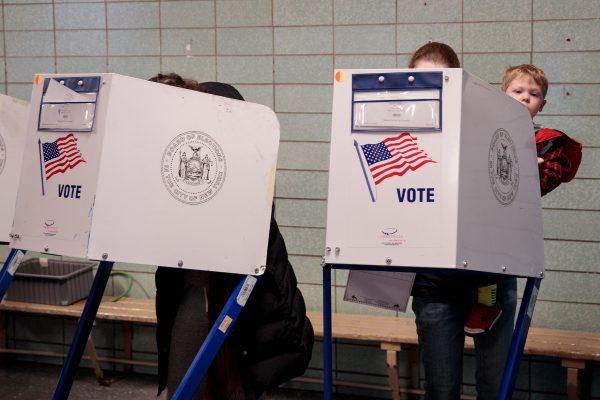 通过对不投票者罚款来提高投票率,是正确的吗? (Drew Angerer/Getty Images)