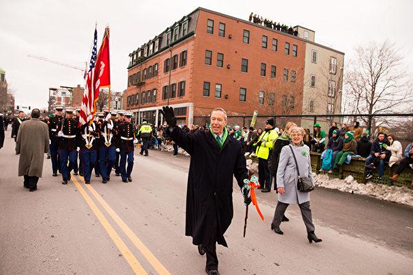2017年3月19日,波士顿圣派垂克游行,麻州联邦众议员斯蒂芬•林奇。(戴兵/大纪元)