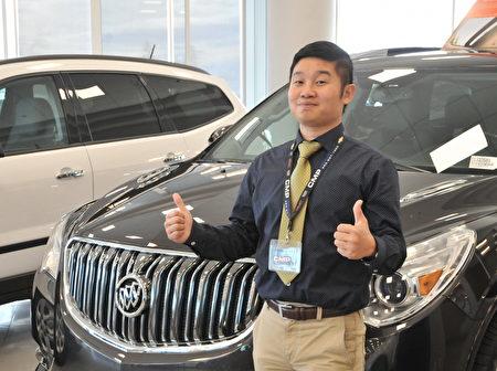 CMP通用車行的國語銷售Devon Huang。(黃蒲陽/大紀元)。