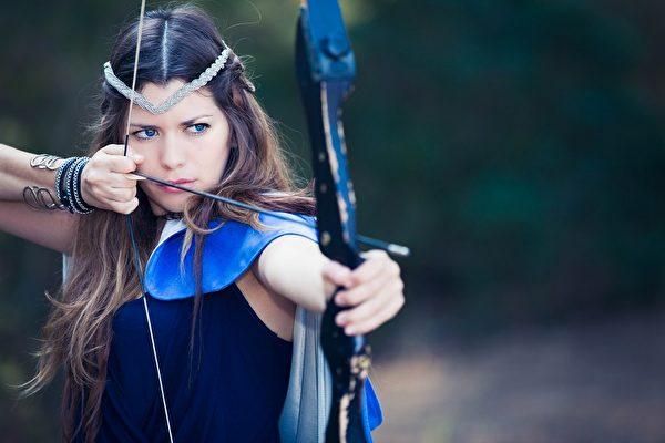 有经验的弓箭手都会准备一个备用的弓弦。(mandygodbehear/depositphotos)