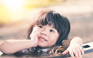 允許孩子與父母雙方單獨度過自己的時間,這有很大的作用。經歷獨處有助於個人學會某種特定的任務,創造性地思考,處理自己的情感。獨處的時間如果恰當的話,那麼甚至可以改善同情心與社會技能。(Fotolia)