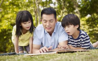 有耐心的学会观察孩子,顺着孩子好奇的视点去引导和配合,以孩子的乐趣为乐趣,读出绘本的快乐,最为重要。(Fotolia)