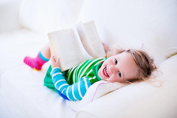對孩子而言,魅力奇幻的繪本世界本就是人類共通的良師益友。(Fotolia)