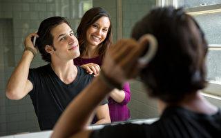 造成禿髮的原因很多,包括內分泌失調、壓力、或是藥物等。(Fotolia)