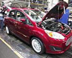川普(特朗普)總統採取強有力的行動反對奧巴馬時代的環境規定,準備重新審查有關新車燃油效率的聯邦規定。 (Bill Pugliano/Getty Images)