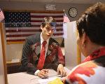 近来很多人担心今年4月前,美国H-1B工作签证将有所改变,白宫发言人8日表示,川普(特朗普)总统暂时不会改革H-1B。(John Moore/Getty Images)
