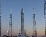 2016年5月5日,SpaceX公司的猎鹰9号火箭坐在卡纳维拉尔的发射台上。(NASA via Getty Images)