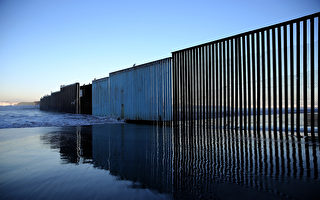 川普(特朗普)承諾已久的美墨邊境牆肯定將耗資巨大。他多次發誓讓墨西哥出錢。墨西哥的官員說,他們一分錢都不會出。這堵牆可能耗資200億美元。(Justin Sullivan/Getty Images)