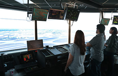 位于美国迈阿密国际机场的航空交通管理办公室(塔台)。 (Joe Raedle/Getty Images)