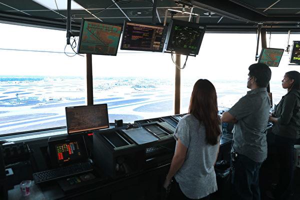 位於美國邁阿密國際機場的航空交通管理辦公室(塔台)。 (Joe Raedle/Getty Images)