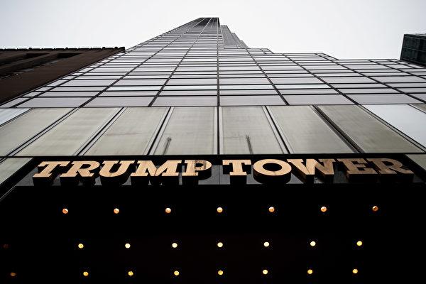 川普(特朗普)几十年来一直是纽约市的名人,周四将返回到曼哈顿,这是川普上任总统以来首次回家。纽约曼哈顿川普大楼。(Drew Angerer/Getty Images)