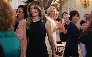 3月8日,美國第一夫人梅蘭妮亞‧川普身著黑色洋裝,在白宮主持婦女節午餐會,這是梅蘭妮亞首次以第一夫人身分獨立舉辦白宮活動。(Photo by Mark Wilson/Getty Images)