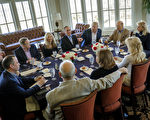 3月11日,川普與部分內閣要員在他位於維吉尼亞州Potomac Falls的高球俱樂部,共進工作午餐。(Pete Marovich-Pool/Getty Images)