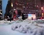 號稱美國今冬最強的冬季風暴斯特拉(Stella)挾帶雨雪侵襲東北部多數地區,迫使學校停課、數以千計航班取消。受影響的各州政府告誡民眾不要出門。(Photo credit should read JEWEL SAMAD/AFP/Getty Images)