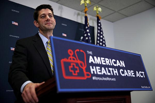 瑞安週日(19日)表示,眾議院正在修改新醫保改革法案《美國健保法案》(AHCA),為年長者提供更多的醫保抵稅,並為貧困者申請醫療補助計劃增加一項工作要求。(Justin Sullivan/Getty Images)