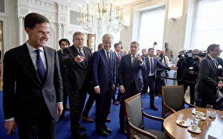 3月16日,荷蘭大選第二天,荷蘭各主要黨派領導人在海牙開會。(MARTIJN BEEKMAN/AFP/Getty Images)
